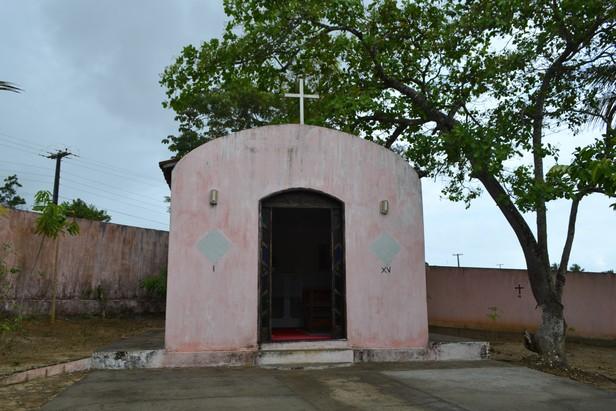 Com a construção da nova estrada, a igreja também será destruída. Foto: Portal A8SE