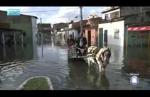 Chuva inunda o Largo da Aparecida no bairro Jabotiana