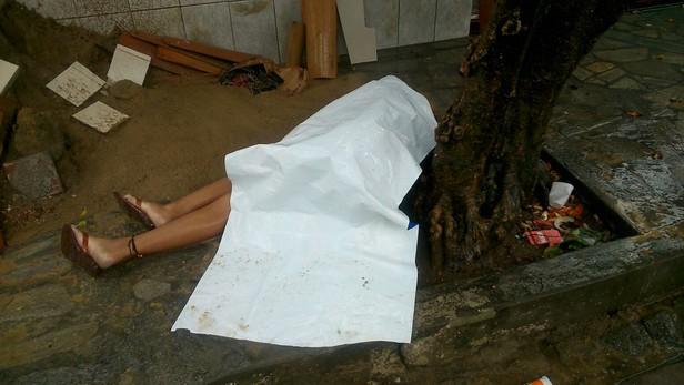 Mulher é encontrada morta no Augusto Franco