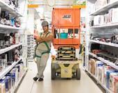 Centro Automotivo Ferreira Costa realiza oficina gratuita de mecânica para mulheres