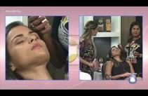 Val Prata faz maquiagem ao vivo em Camila Militão