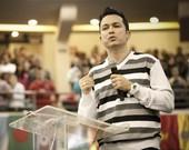 Pastor Lucinho Barreto manda recado para críticos de Thalles Roberto, assista!