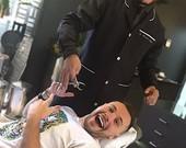 Alex Gallete faz foto divertida em consultório odontológico
